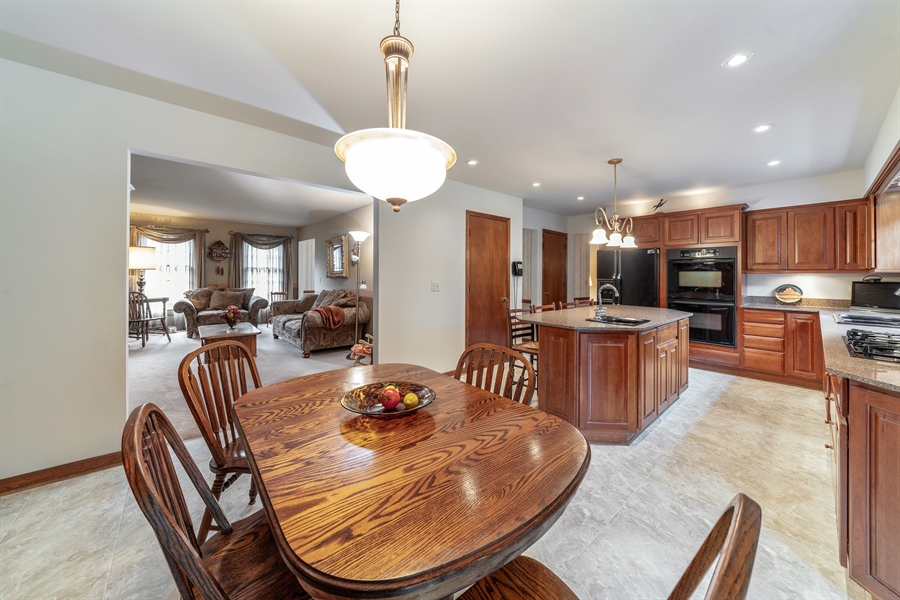 Real Estate Photography - 22W324 Hillcrest Terrace, Medinah, IL, 60157 - Kitchen / Breakfast Room