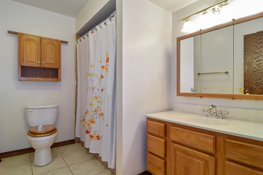 Real Estate Photography - 1241 Central Ave, Bensenville, IL, 60106 - Bathroom