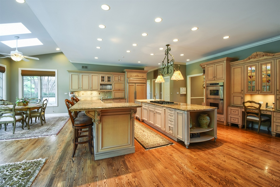 Real Estate Photography - 1 Porter School Road, Barrington Hills, IL, 60010 - Kitchen / Breakfast Room