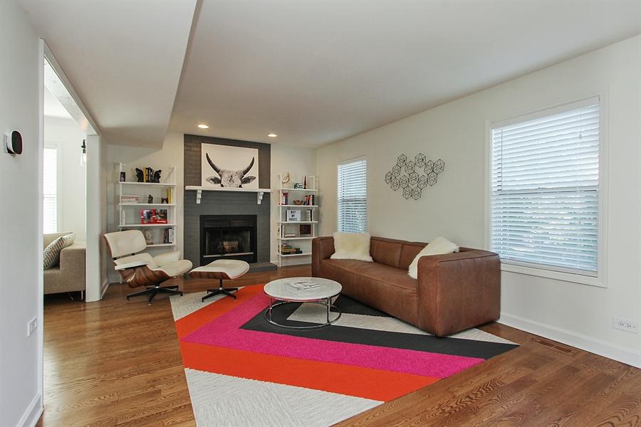 Real Estate Photography - 512 Braemar Ln, Barrington, IL, 60010 - Family Room