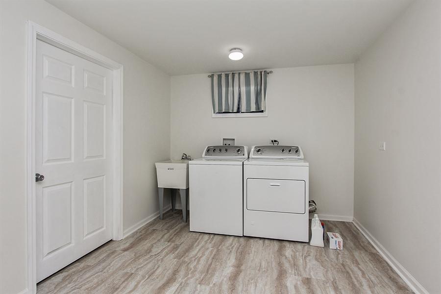 Real Estate Photography - 512 Braemar Ln, Barrington, IL, 60010 - Laundry Room