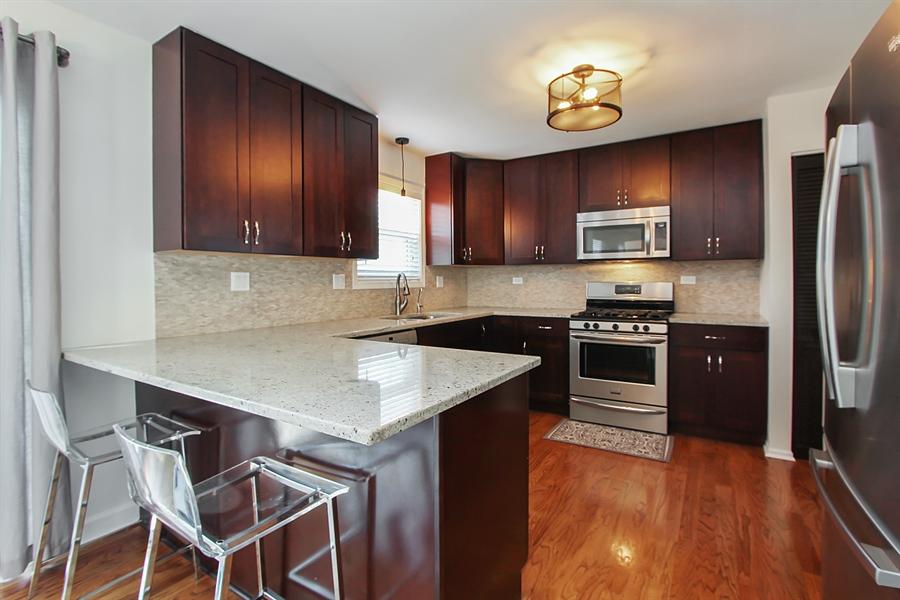 Real Estate Photography - 512 Braemar Ln, Barrington, IL, 60010 - Kitchen