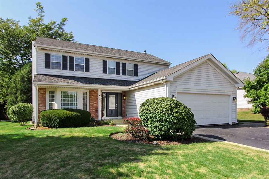 Real Estate Photography - 512 Braemar Ln, Barrington, IL, 60010 - Front View