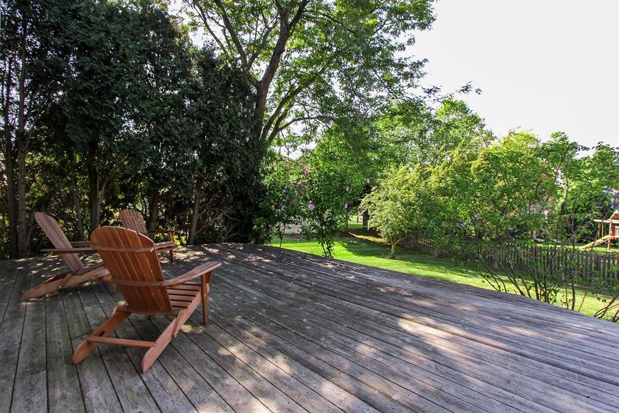 Real Estate Photography - 512 Braemar Ln, Barrington, IL, 60010 - Deck