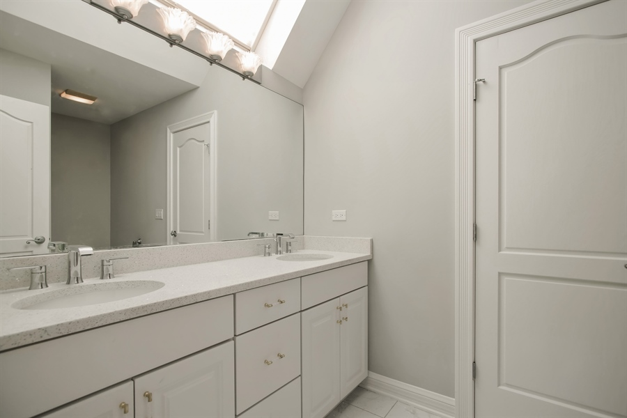 Real Estate Photography - 15 S Meadow, South Barrington, IL, 60010 - 3rd Bathroom
