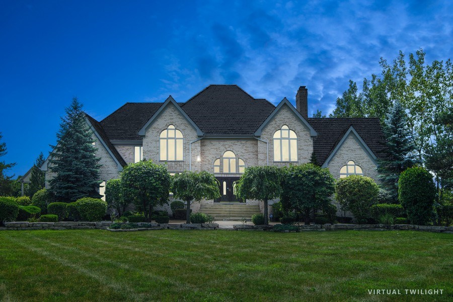Real Estate Photography - 15 S Meadow, South Barrington, IL, 60010 - Front View