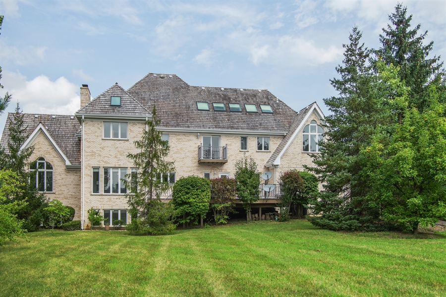 Real Estate Photography - 15 S Meadow, South Barrington, IL, 60010 - Side View