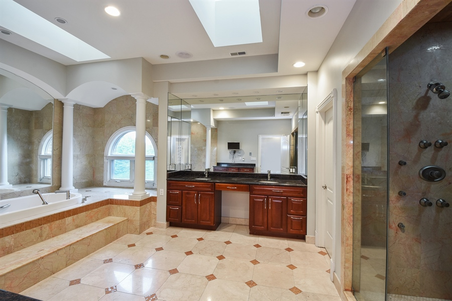Real Estate Photography - 6 Falcon Ct., South Barrington, IL, 60010 - Master Bathroom