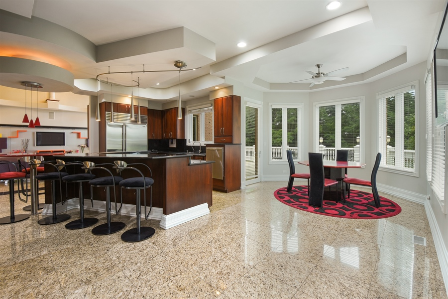 Real Estate Photography - 6 Falcon Ct., South Barrington, IL, 60010 - Kitchen / Breakfast Room