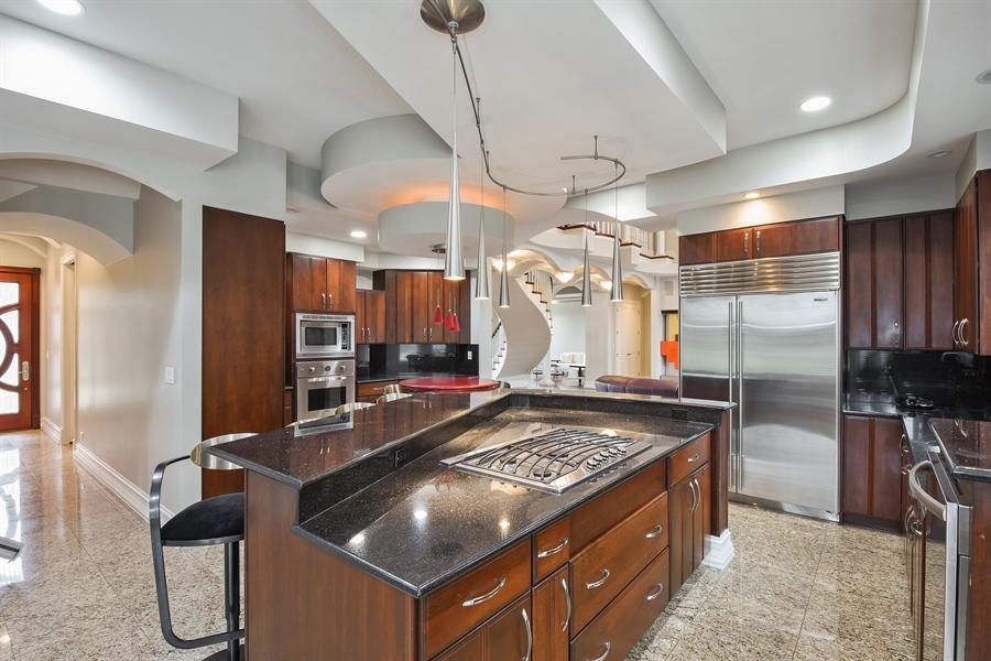 Real Estate Photography - 6 Falcon Ct., South Barrington, IL, 60010 - Kitchen