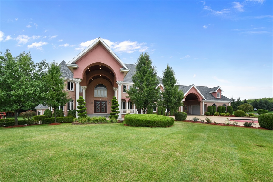 Real Estate Photography - 6 Falcon Ct., South Barrington, IL, 60010 - Front View