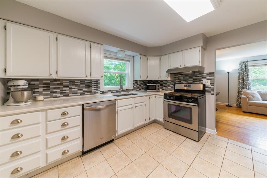 Real Estate Photography - 345 Burnidge Ct, South Elgin, IL, 60177 - Kitchen