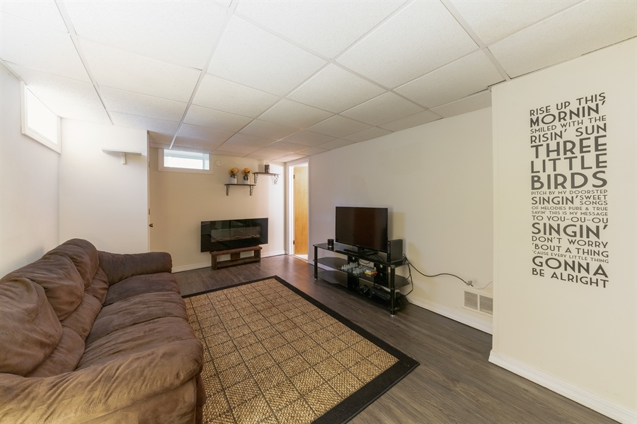 Real Estate Photography - 345 Burnidge Ct, South Elgin, IL, 60177 - Family Room