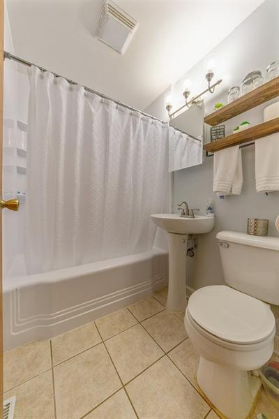 Real Estate Photography - 345 Burnidge Ct, South Elgin, IL, 60177 - Bathroom