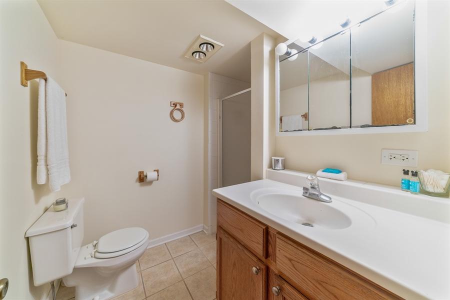 Real Estate Photography - 345 Burnidge Ct, South Elgin, IL, 60177 - 2nd Bathroom
