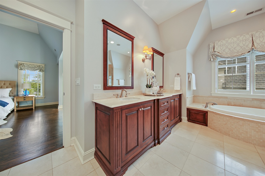 Real Estate Photography - 311 W 9th St, Hinsdale, IL, 60521 - Master Bathroom