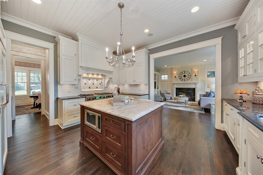 Real Estate Photography - 311 W 9th St, Hinsdale, IL, 60521 - Kitchen