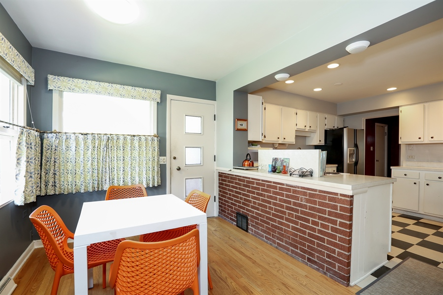 Real Estate Photography - 4234 Linden Ave, Western Springs, IL, 60558 - Kitchen / Breakfast Room