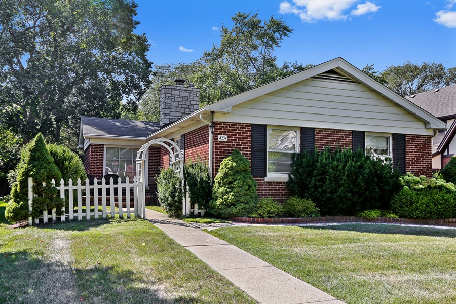 Real Estate Photography - 4234 Linden Ave, Western Springs, IL, 60558 - Front View
