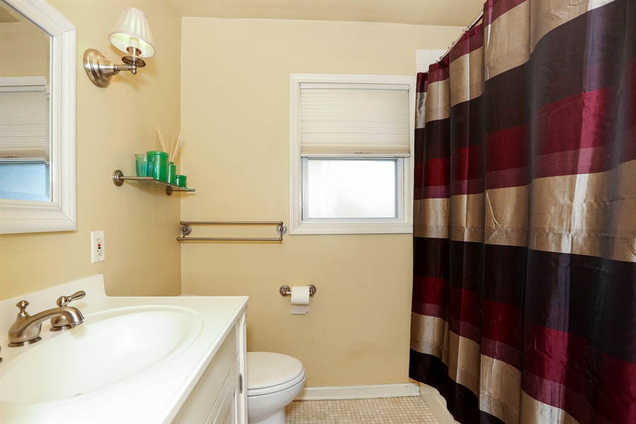 Real Estate Photography - 4234 Linden Ave, Western Springs, IL, 60558 - Bathroom