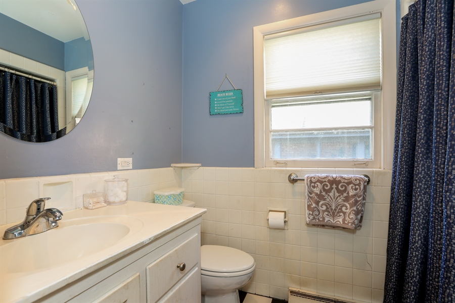Real Estate Photography - 4234 Linden Ave, Western Springs, IL, 60558 - 2nd Bathroom
