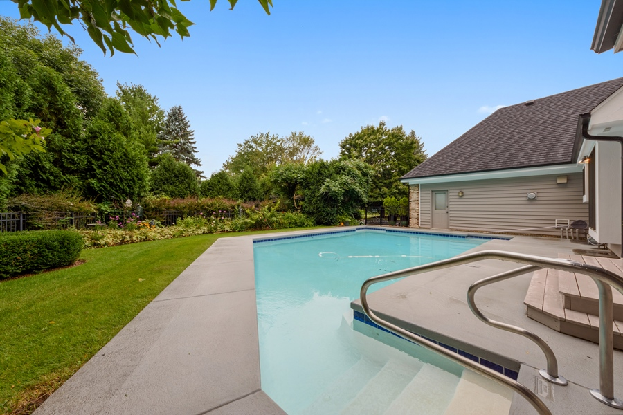 Real Estate Photography - 5322 Fenview Ct., Long Grove, IL, 60047 - Pool