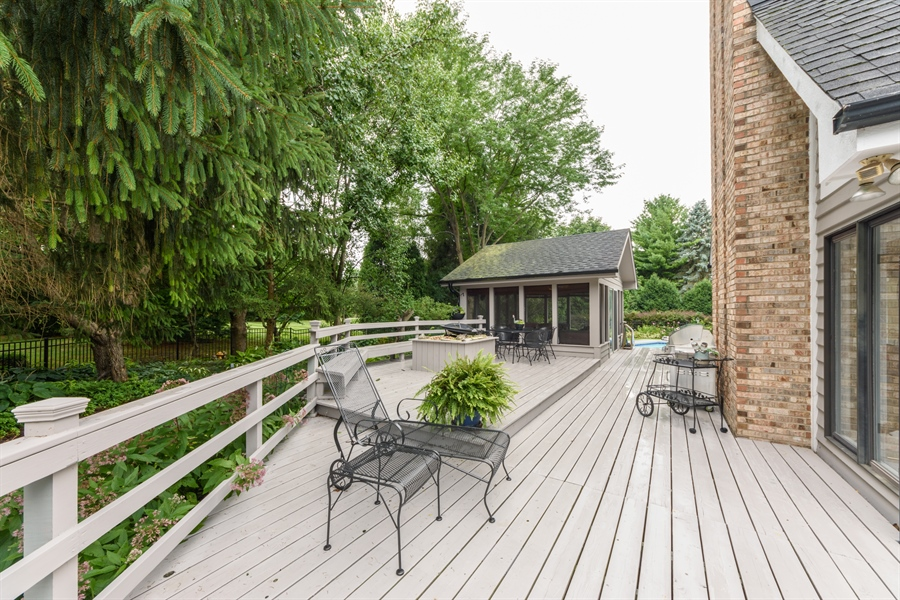 Real Estate Photography - 5322 Fenview Ct., Long Grove, IL, 60047 - Deck