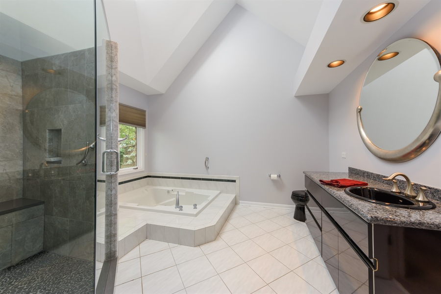 Real Estate Photography - 5322 Fenview Ct., Long Grove, IL, 60047 - 2nd Bathroom