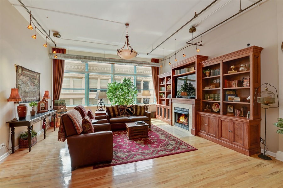 Real Estate Photography - 1020 S Wabash, 8C, Chicago, IL, 60605 - Living Room