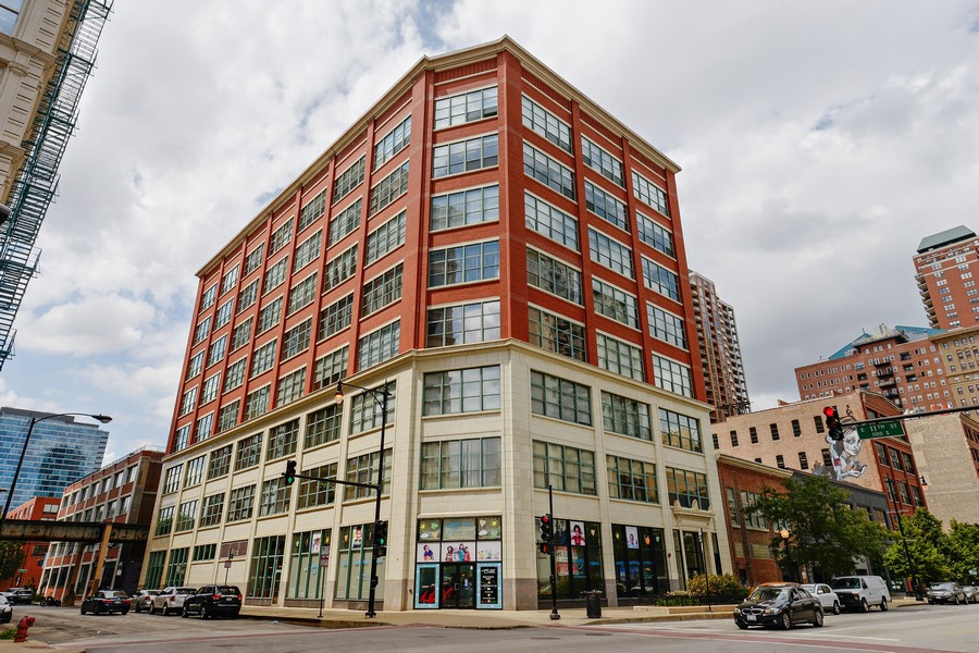 Real Estate Photography - 1020 S Wabash, 8C, Chicago, IL, 60605 - Exterior