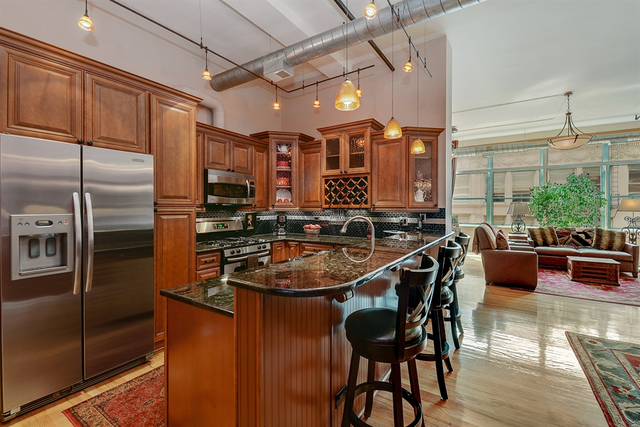 Real Estate Photography - 1020 S Wabash, 8C, Chicago, IL, 60605 - Kitchen / Living Room