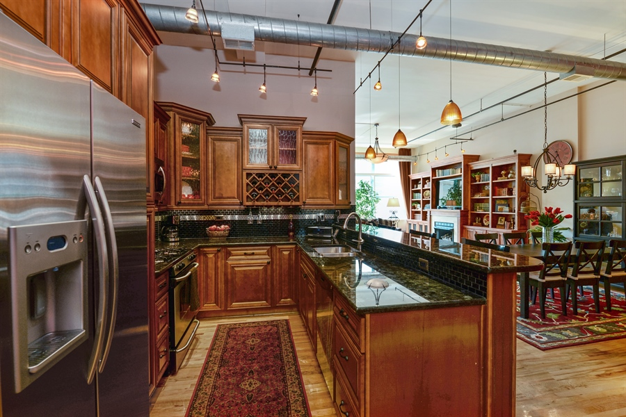 Real Estate Photography - 1020 S Wabash, 8C, Chicago, IL, 60605 - Kitchen/Dining