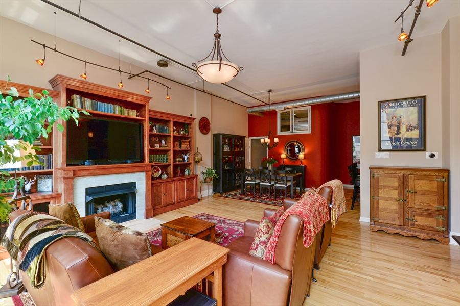 Real Estate Photography - 1020 S Wabash, 8C, Chicago, IL, 60605 - Living Room / Dining Room