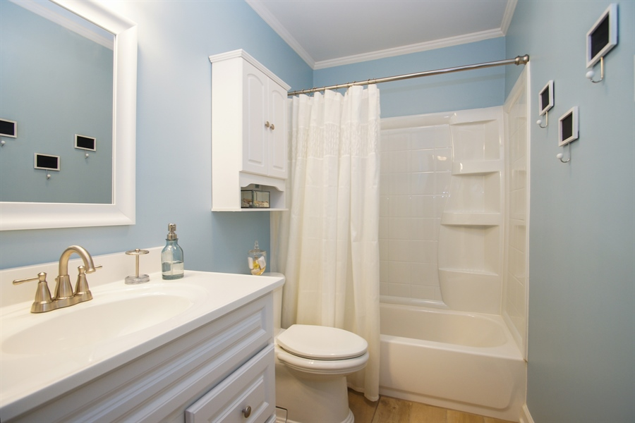 Real Estate Photography - 4 Weston Court, Streamwood, IL, 60107 - Bathroom
