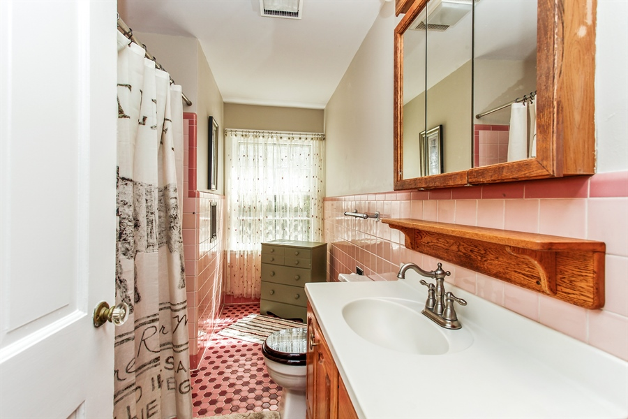 Real Estate Photography - 25550 W Cuba Rd, Barrington, IL, 60010 - 3rd Bathroom