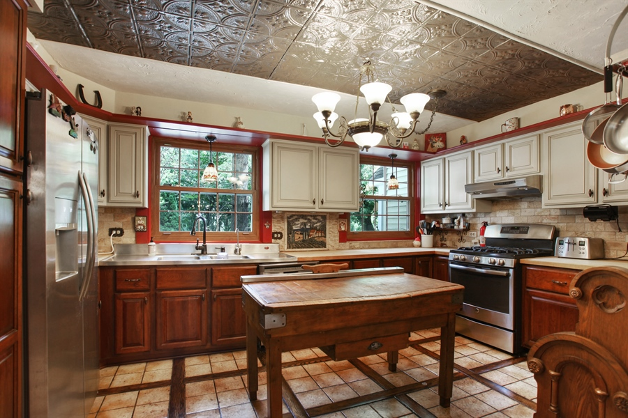 Real Estate Photography - 25550 W Cuba Rd, Barrington, IL, 60010 - Kitchen