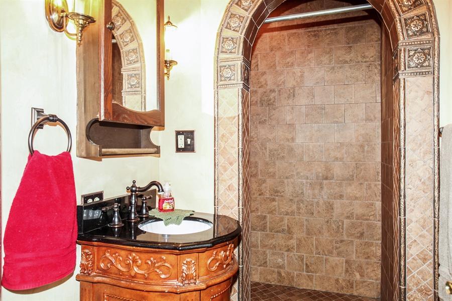 Real Estate Photography - 25550 W Cuba Rd, Barrington, IL, 60010 - 2nd Bathroom