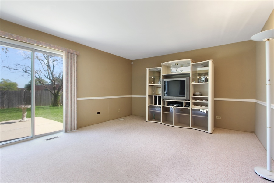 Real Estate Photography - 146 Lilac Lane, Buffalo Grove, IL, 60089 - Family Room