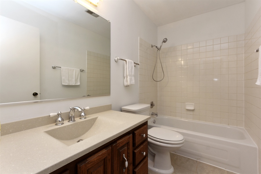 Real Estate Photography - 146 Lilac Lane, Buffalo Grove, IL, 60089 - Hall Bath