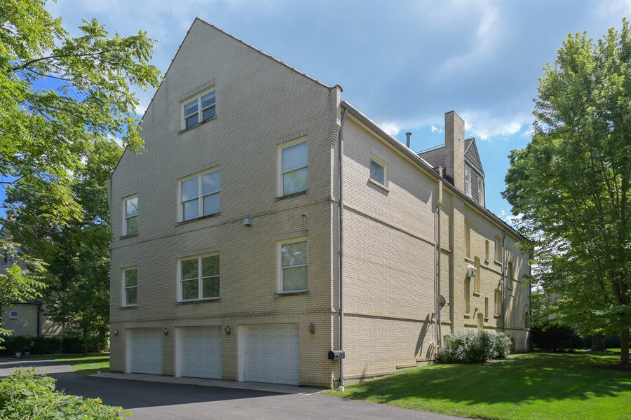 Real Estate Photography - 41 Scott Loop, Highland Park, IL, 60035 - Rear View