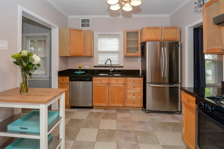 Real Estate Photography - 3923 Arthur Ave, Brookfield, IL, 60513 - Kitchen