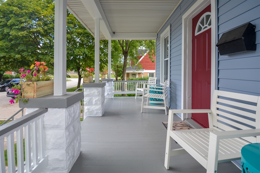 Real Estate Photography - 3923 Arthur Ave, Brookfield, IL, 60513 - Porch