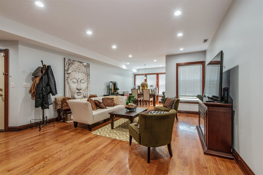 Real Estate Photography - 5634 S Priaire, 2S, Chicago, IL, 60637 - Living Room