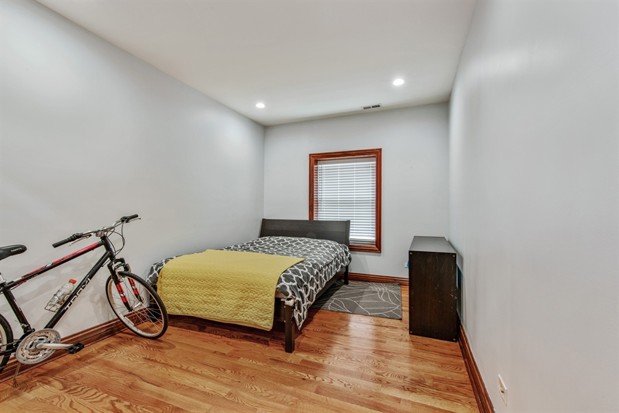 Real Estate Photography - 5634 S Priaire, 2S, Chicago, IL, 60637 - Bedroom