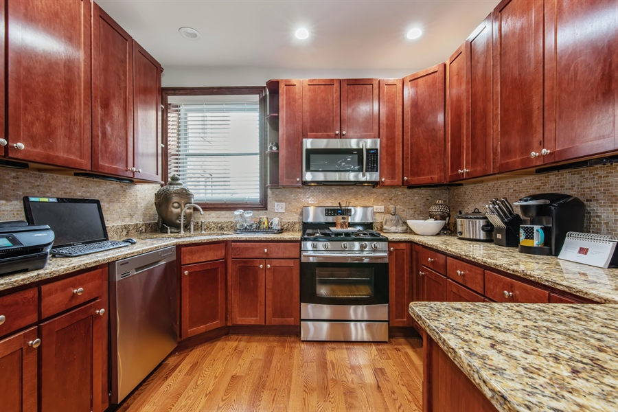 Real Estate Photography - 5634 S Priaire, 2S, Chicago, IL, 60637 - Kitchen