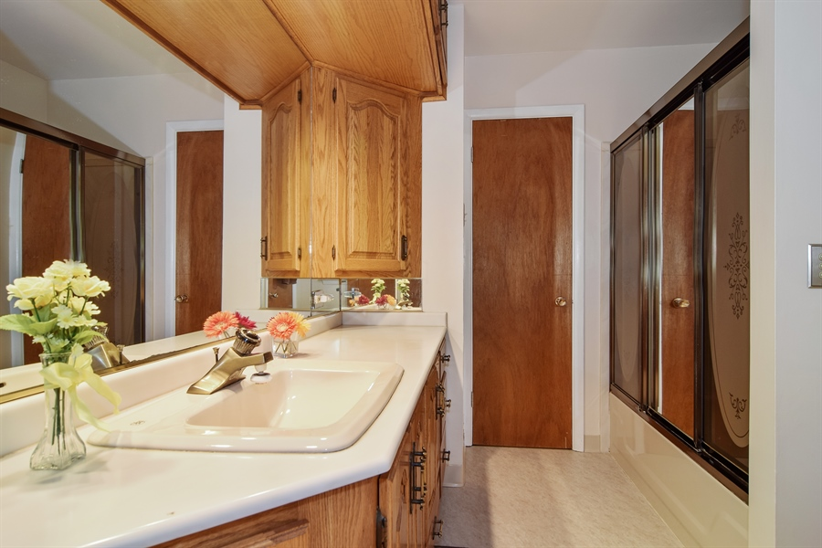 Real Estate Photography - 1885 Evergreen Ave, Hanover Park, IL, 60133 - Full Bath