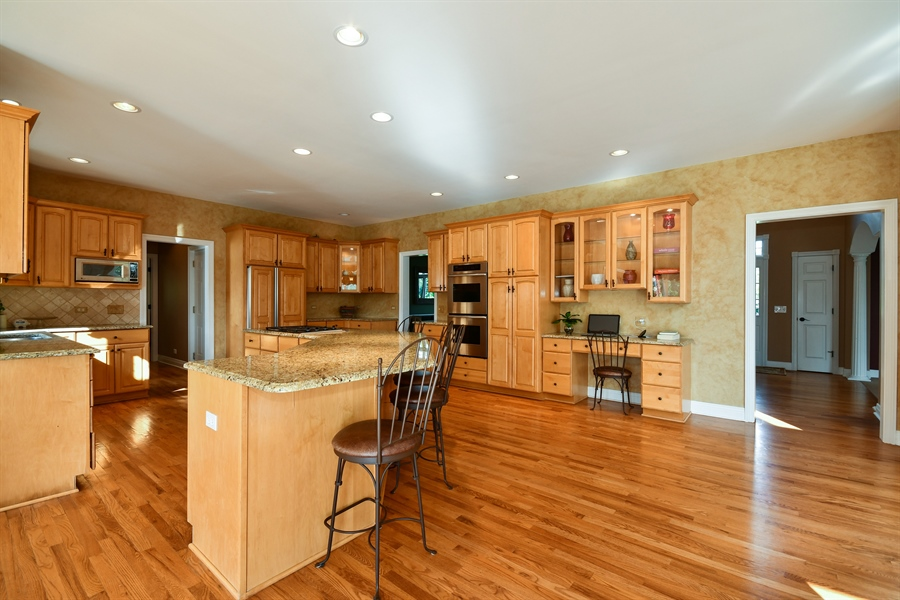 Real Estate Photography - 6n583 Promontory Ct, St Charles, IL, 60175 - Kitchen