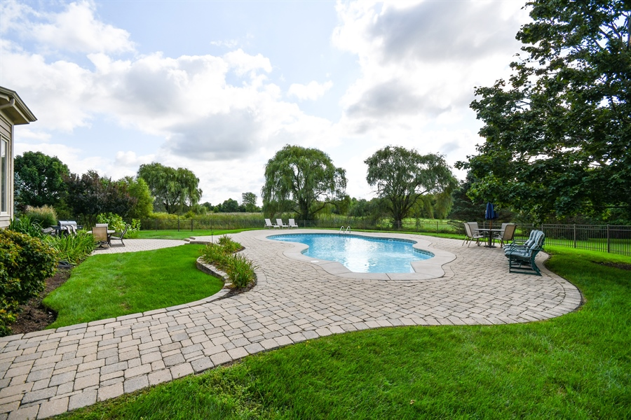 Real Estate Photography - 6n583 Promontory Ct, St Charles, IL, 60175 - Back Yard