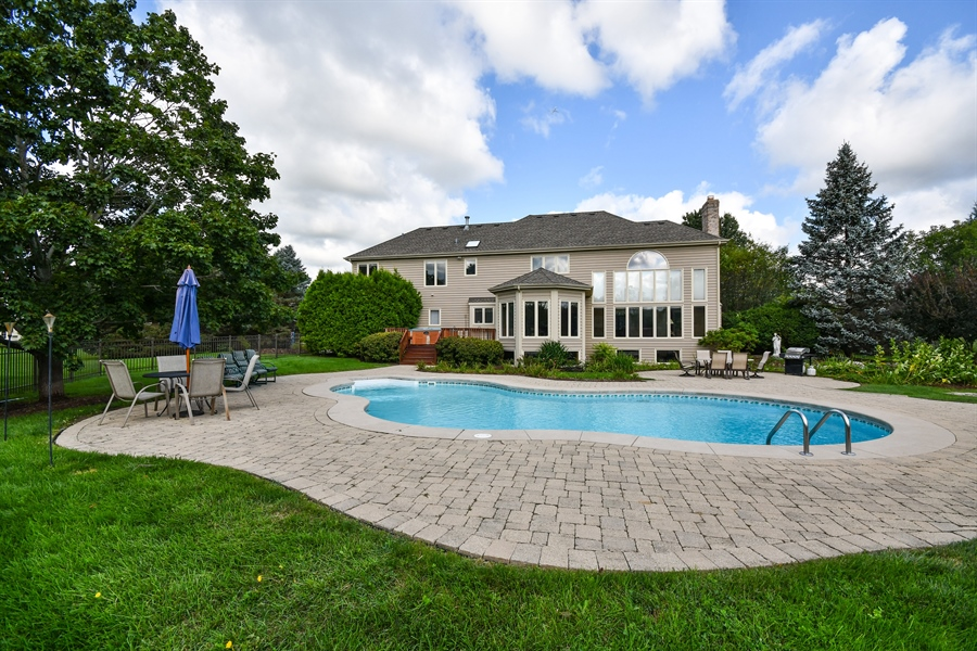 Real Estate Photography - 6n583 Promontory Ct, St Charles, IL, 60175 - Rear View
