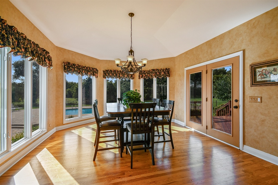 Real Estate Photography - 6n583 Promontory Ct, St Charles, IL, 60175 - Breakfast Nook